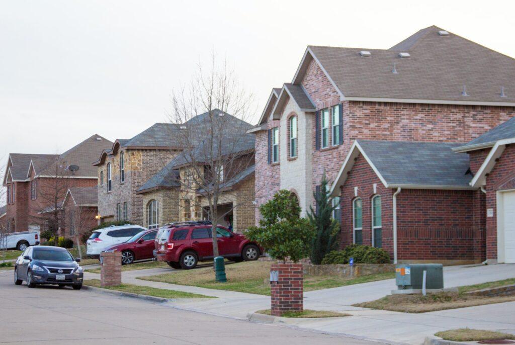 Beautiful suburbs street / neighborhood - view of the front yards